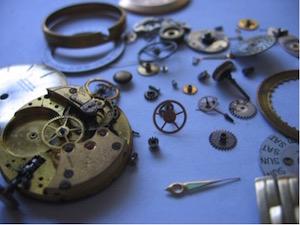 Uhr in Teilen