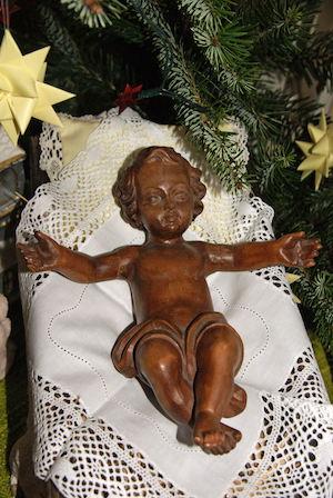 Holz-Christkind mit lockigem Haar