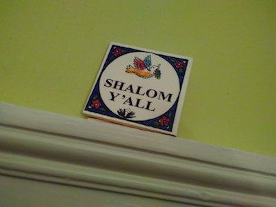 Kachel mit Taube und der Aufschrift SHALOM Y'ALL