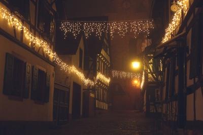 Fachwerkhäuser mit Weihnachtsbeleuchtung