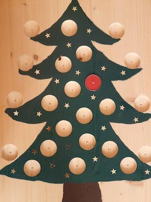 Holzweihnachtsbaum als Adventskalender