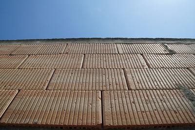 Unverputze Ziegelmauer in Nahaufnahme