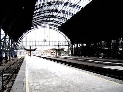 Bahnsteige eines Bahnhofs