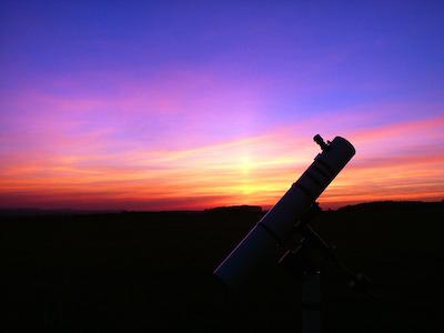 Fernrohr vor Sonnenuntergang
