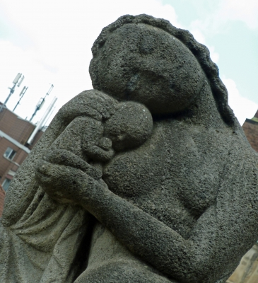 Statue Mutter und Kind